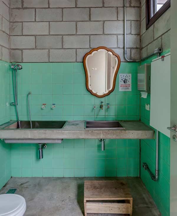 Azulejos antigos: puro charme na decoração de um banheiro