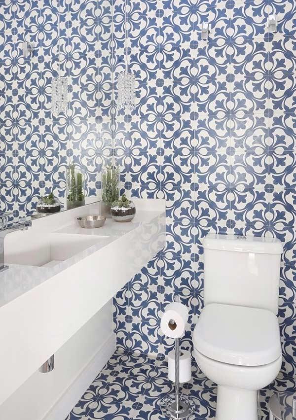 Azulejo para banheiro alegre com desenhos floridos