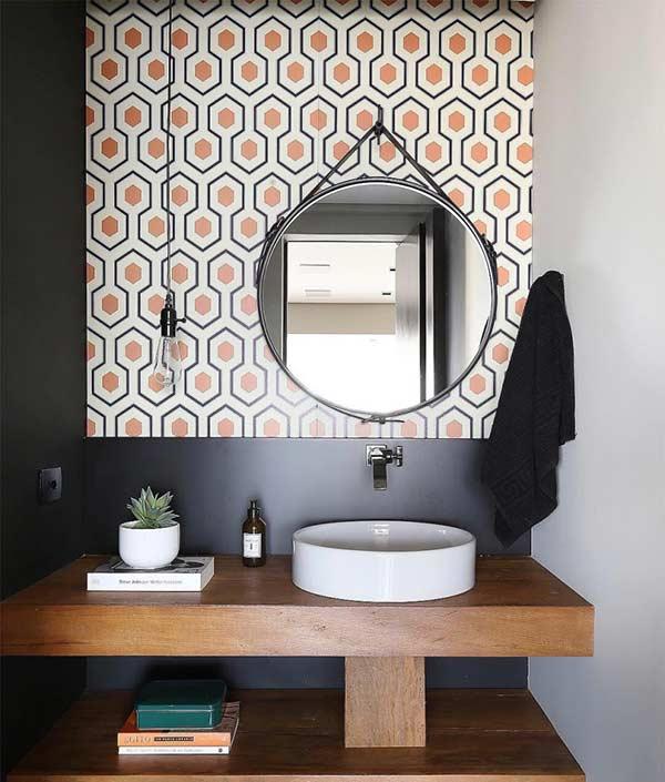 Brinque com a percepção visual na parede com as cores e posicionamento dos azulejos