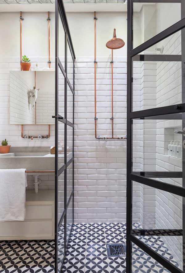 Azulejos bem colocados permitem uma maior visibilidade no banheiro