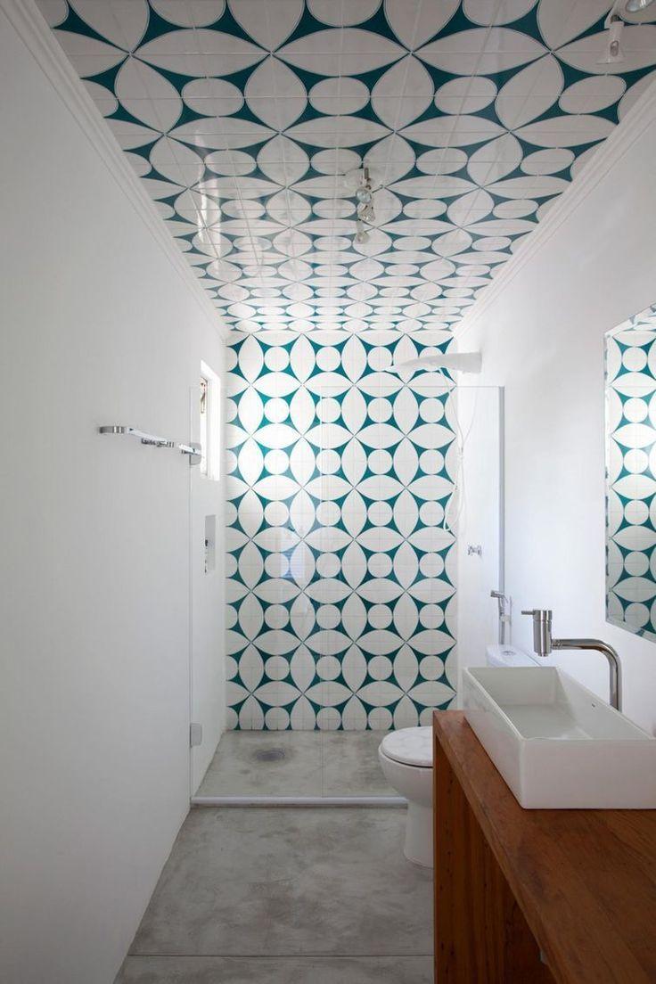 Azulejo no banheiro da parede ao teto