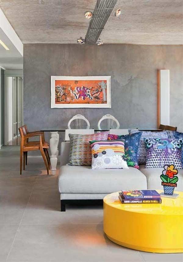 Capas coloridas para almofadas no sofá