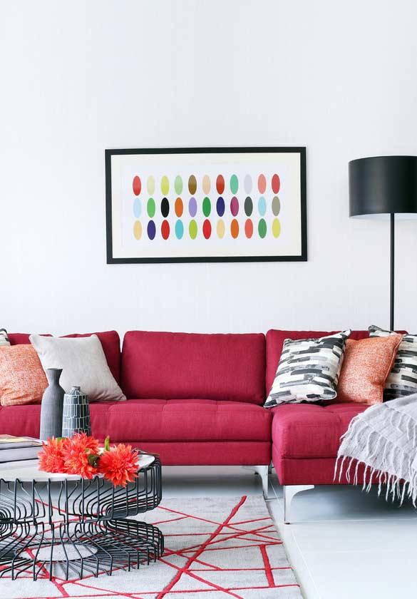 Tons básicos nas almofadas para sofás coloridos