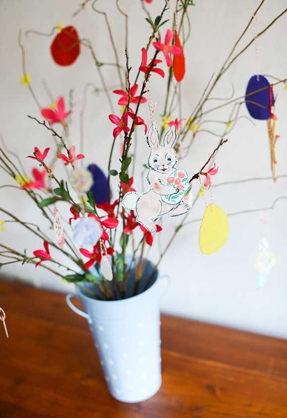 Ovinhos artesanais e coelhos na decoração