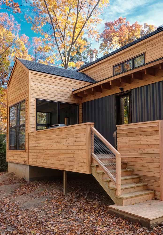 Se a intenção é proporcionar um ambiente mais rústico, o revestimento de madeira é o ideal