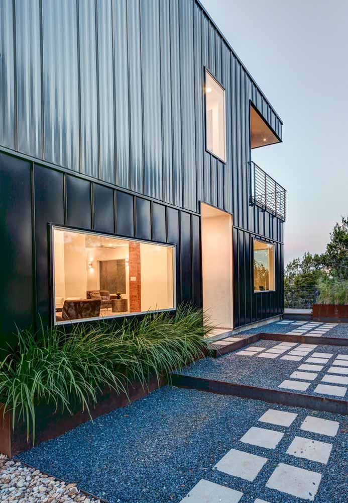 Mas se pintar na cor preta, a casa container fica altamente moderna