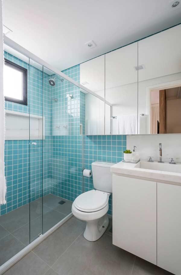 Banheiro com a mistura de dois materiais