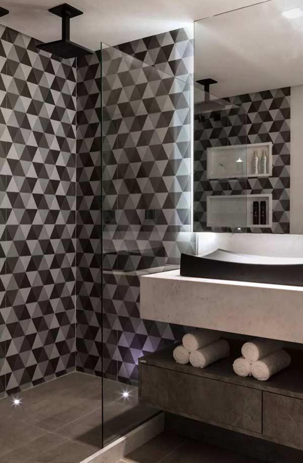 Cerâmica com efeito geométrico no banheiro