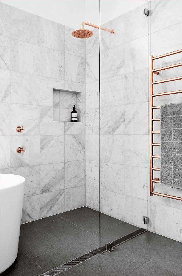 Banheiro com bronze e mármore na decoração: uma excelente combinação de cores