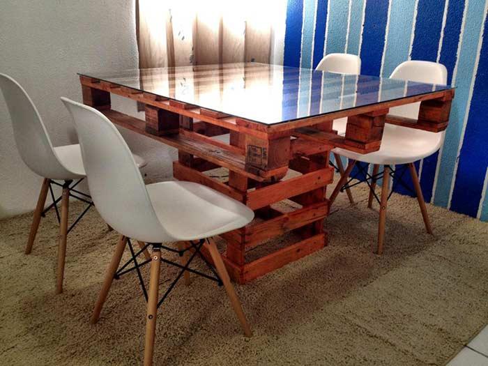 Mesa completamente feita com madeira de pallet