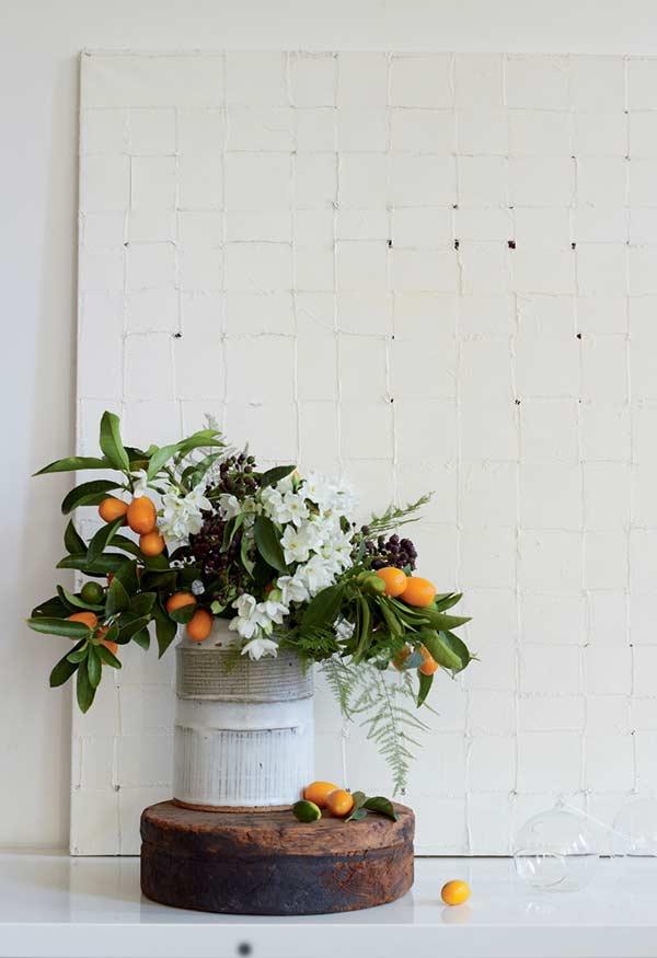 Faça composição também com folhas e pequenos frutinhos