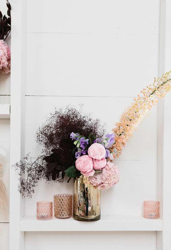 Crie uma composição com flores diferentes