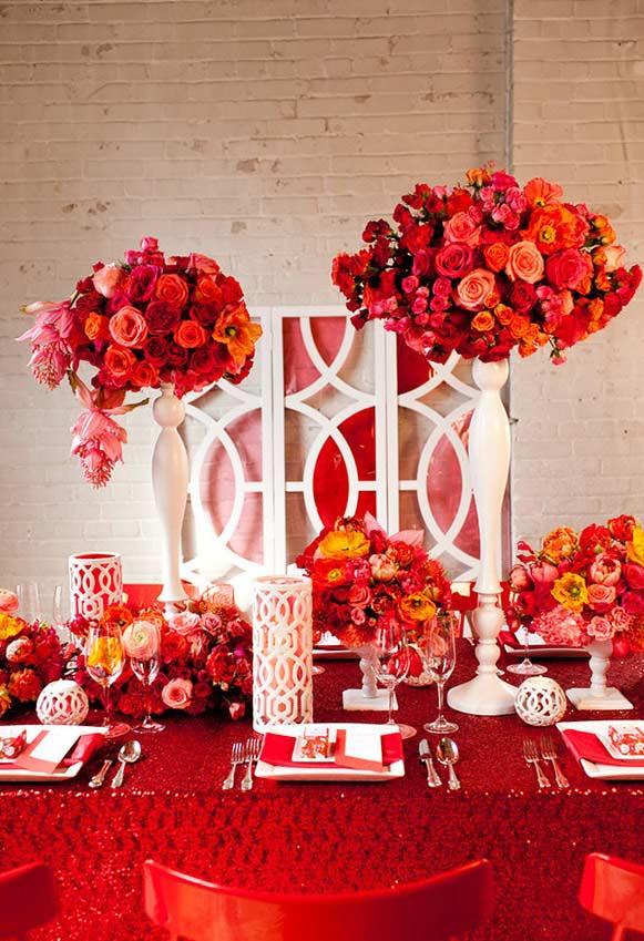 Arranjos de flores vermelhos