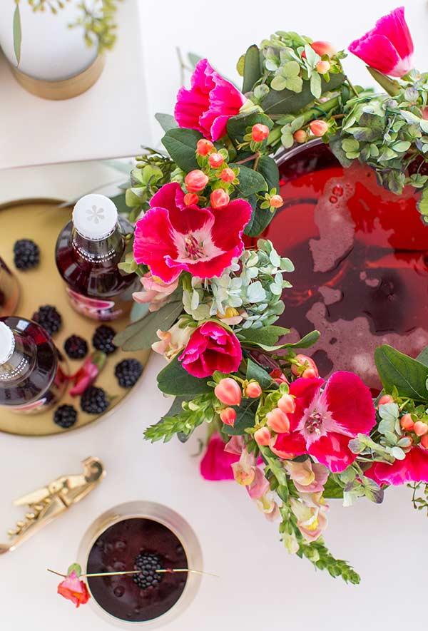 Arranjo para ponche de frutas em festa