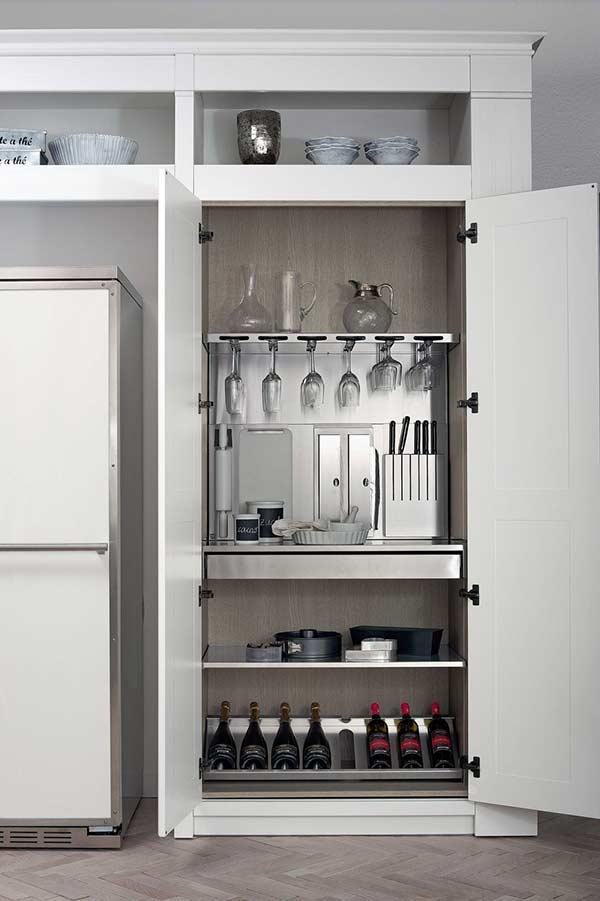 Aposte em divisórias internas para cada item da sua cozinha