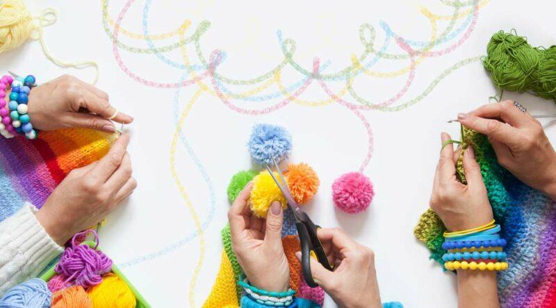 Como fazer pompom de lã: conheça as 4 formas e dicas essenciais