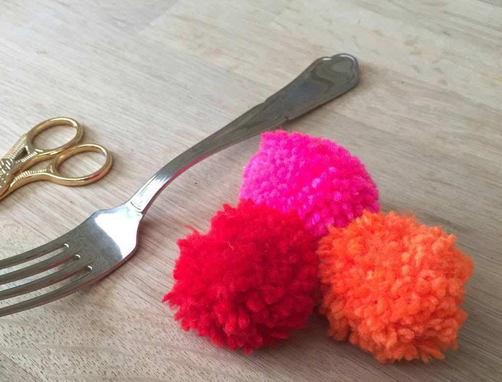 Pompom de lã com garfo