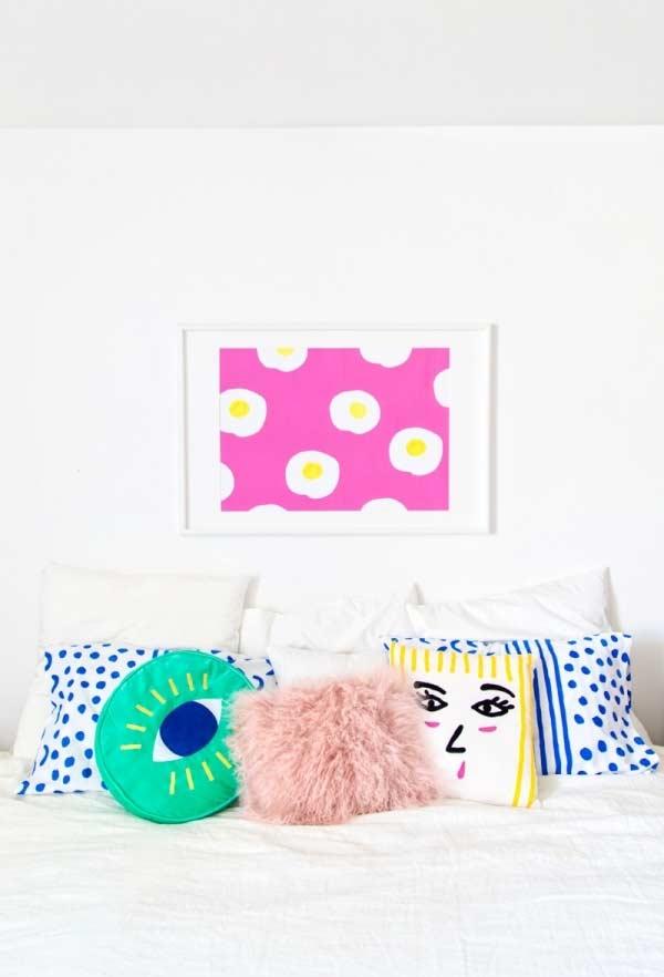 Almofadas divertidas para cama: mais cor e diversão para o quarto