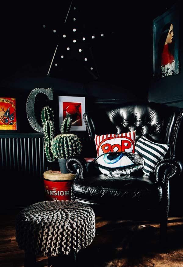 Almofadas divertidas com cores diferentes, seguindo o mesmo padrão e estilo de ilustração