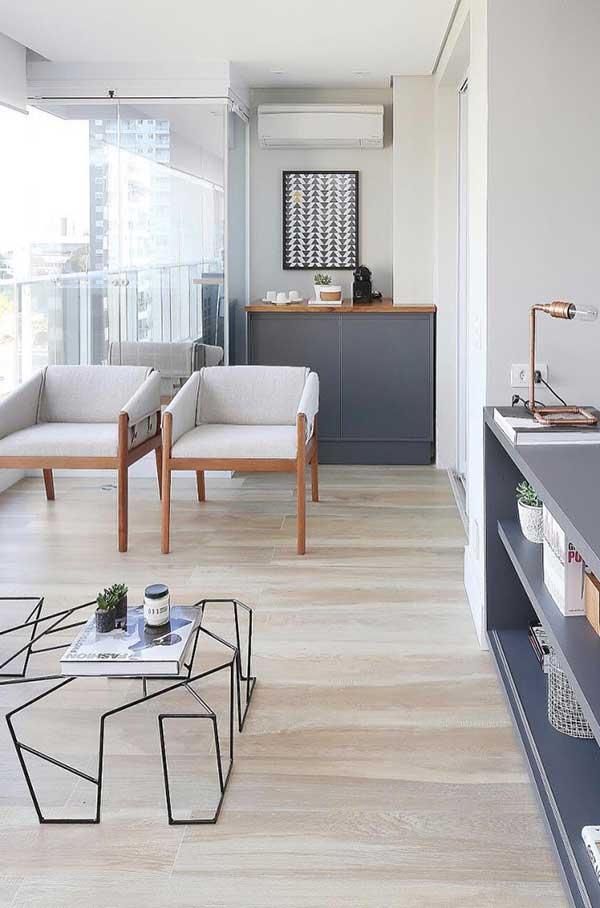 Extensão da varanda com o mesmo piso do ambiente interno