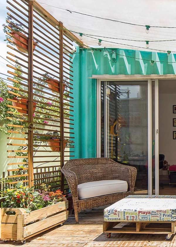 Residência com varanda pequena