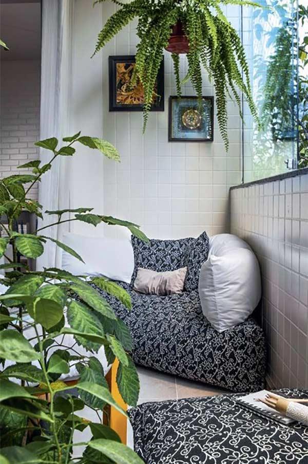 Pufes baixos são confortáveis para espaços reduzidos