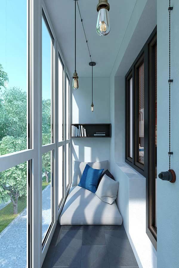 Menos é mais: uma inspiração de varanda estreita com projeto minimalista.
