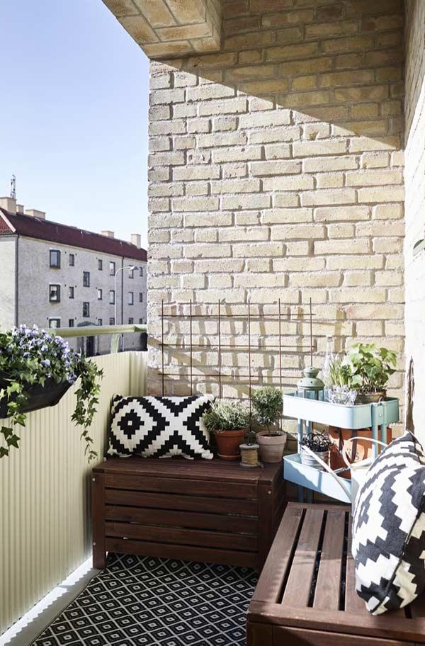 Aposte em uma decoração versátil para a varanda pequena