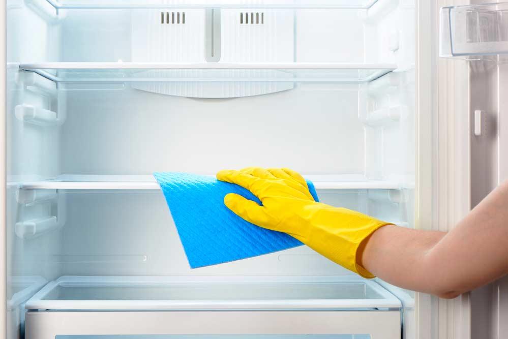 Limpeza de geladeira por dentro