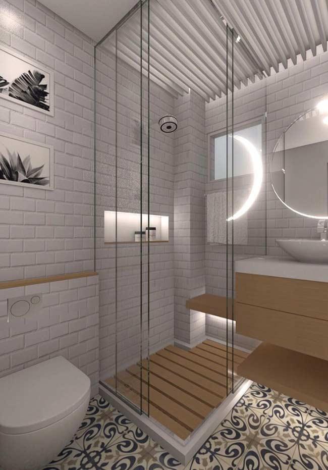 Banheiro com piso em azulejo