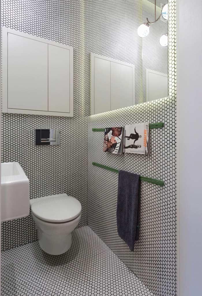 Revista o restante do banheiro com material semelhante ao piso