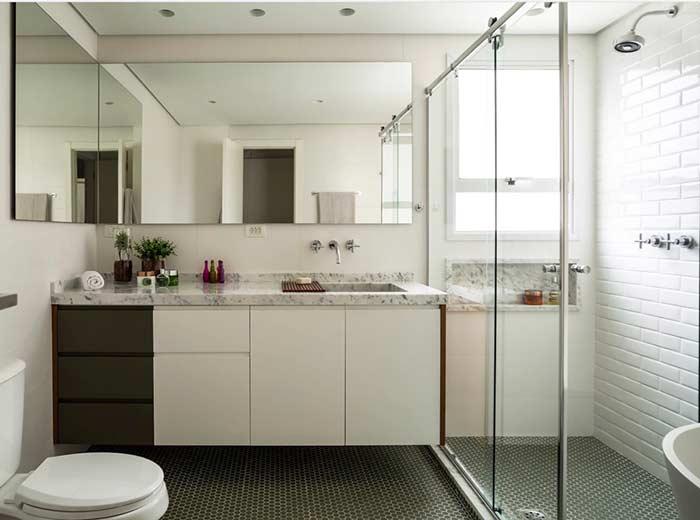 Banheiro com piso hexagonal