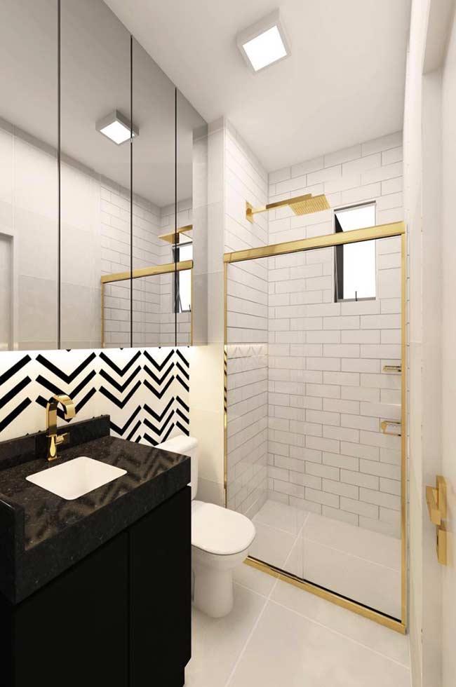 Um banheiro com piso simples e funcional