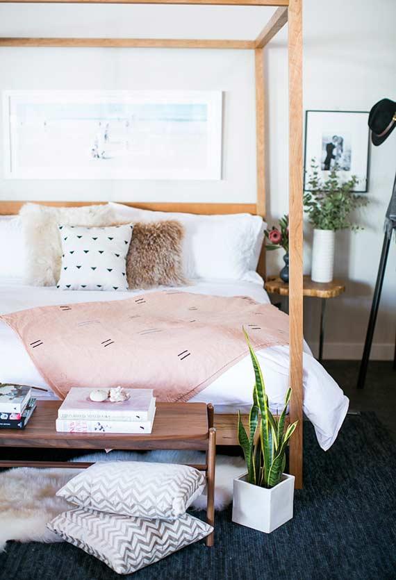 Espada de Santa Bárbara no pé da cama