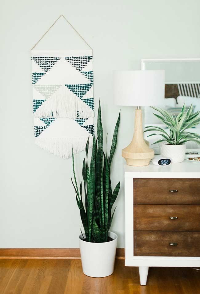 Inclua o verde da planta na sua paleta de cores quando for começar a decorar o seu cômodo.