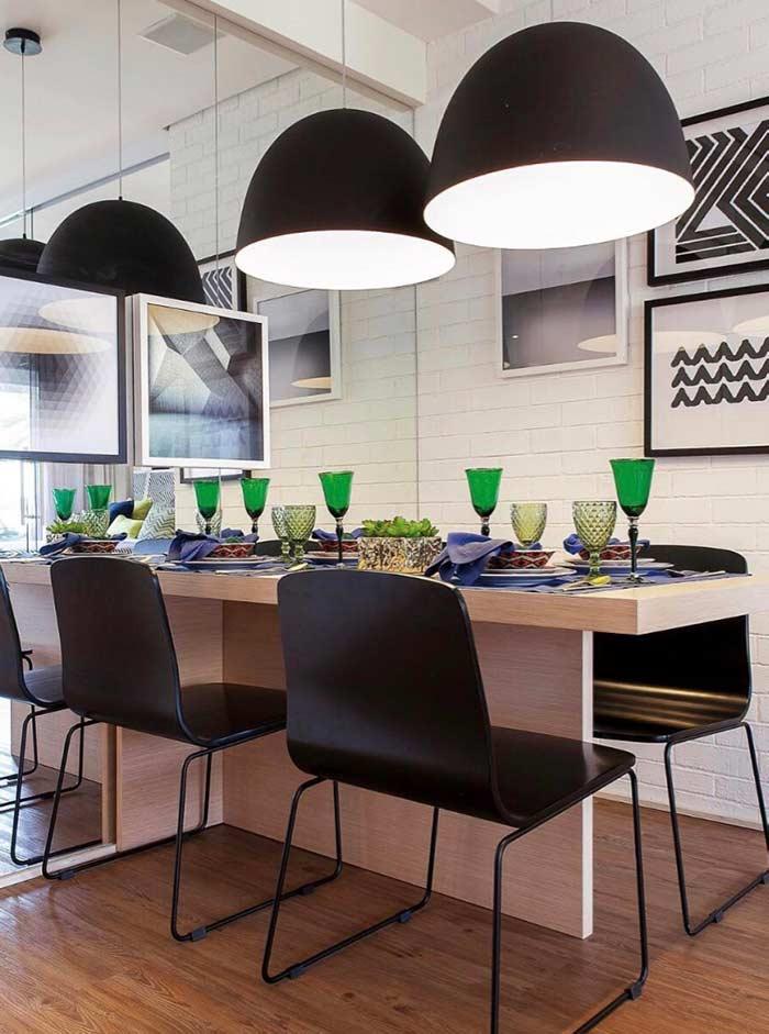 Composição de quadros decorativos para sala de jantar