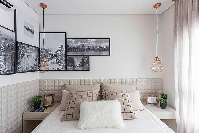 Composição diferente de quadros decorativos no quarto