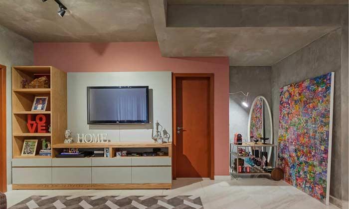 Os grandes quadros decorativos podem ou não ser fixados na parede