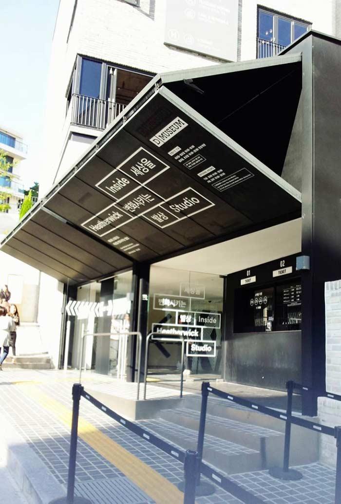 Porta camarão de metal para fachada comercial