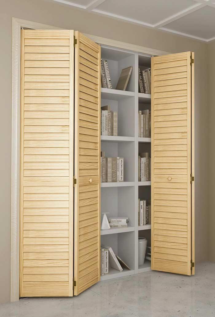 Biblioteca organizada com porta camarão