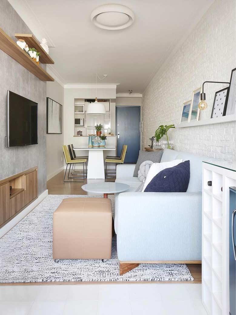 Decoração charmosa com sofá azul claro