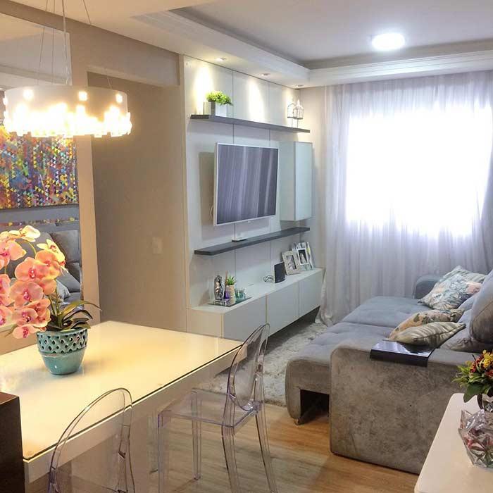 Sala de TV com sofá extensível