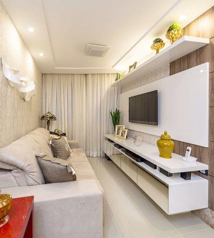 Sala pequena decorada com revestimento de papel de parede