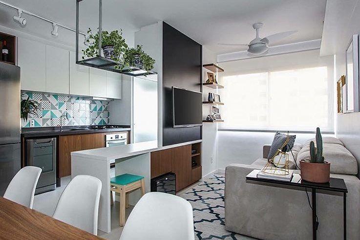 Sala pequena decorada: 90 ideias de projetos modernos para se inspirar