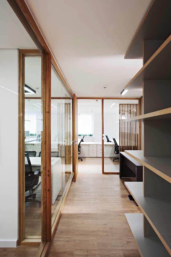 Escritório com piso vinílico