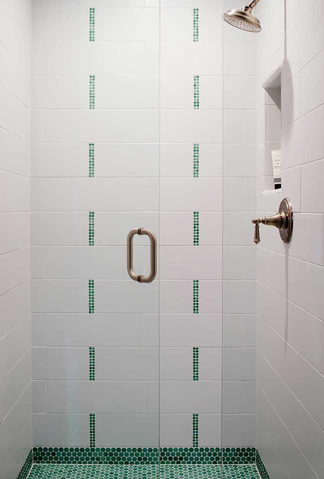 Pastilhas verdes no banheiro