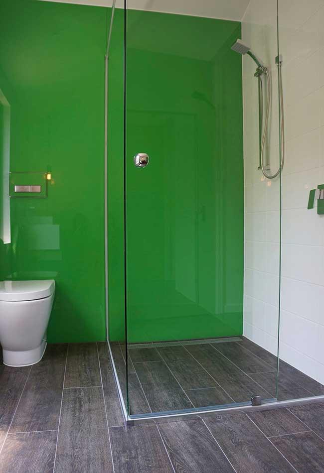 Painel verde na área interna