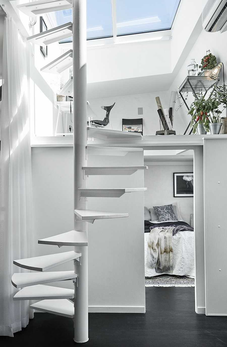 Mezanino com escada caracol
