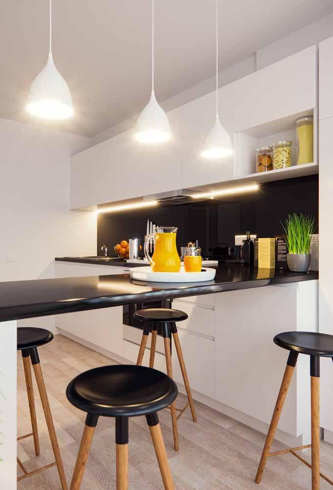 Iluminação branca nna cozinha