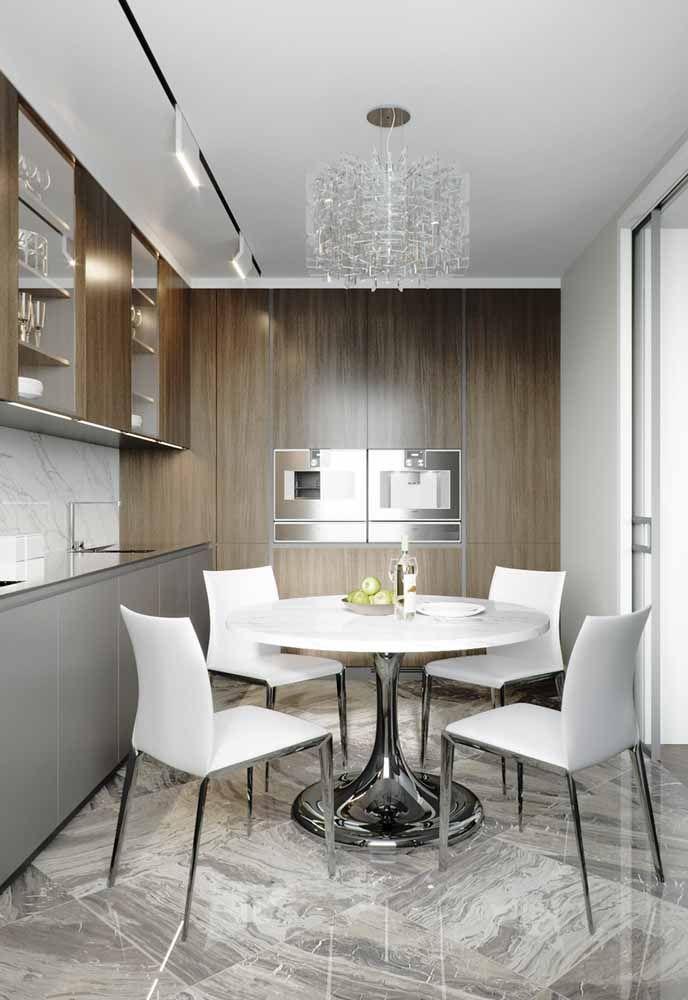 Cozinha moderna com mesa de jantar de 4 lugares